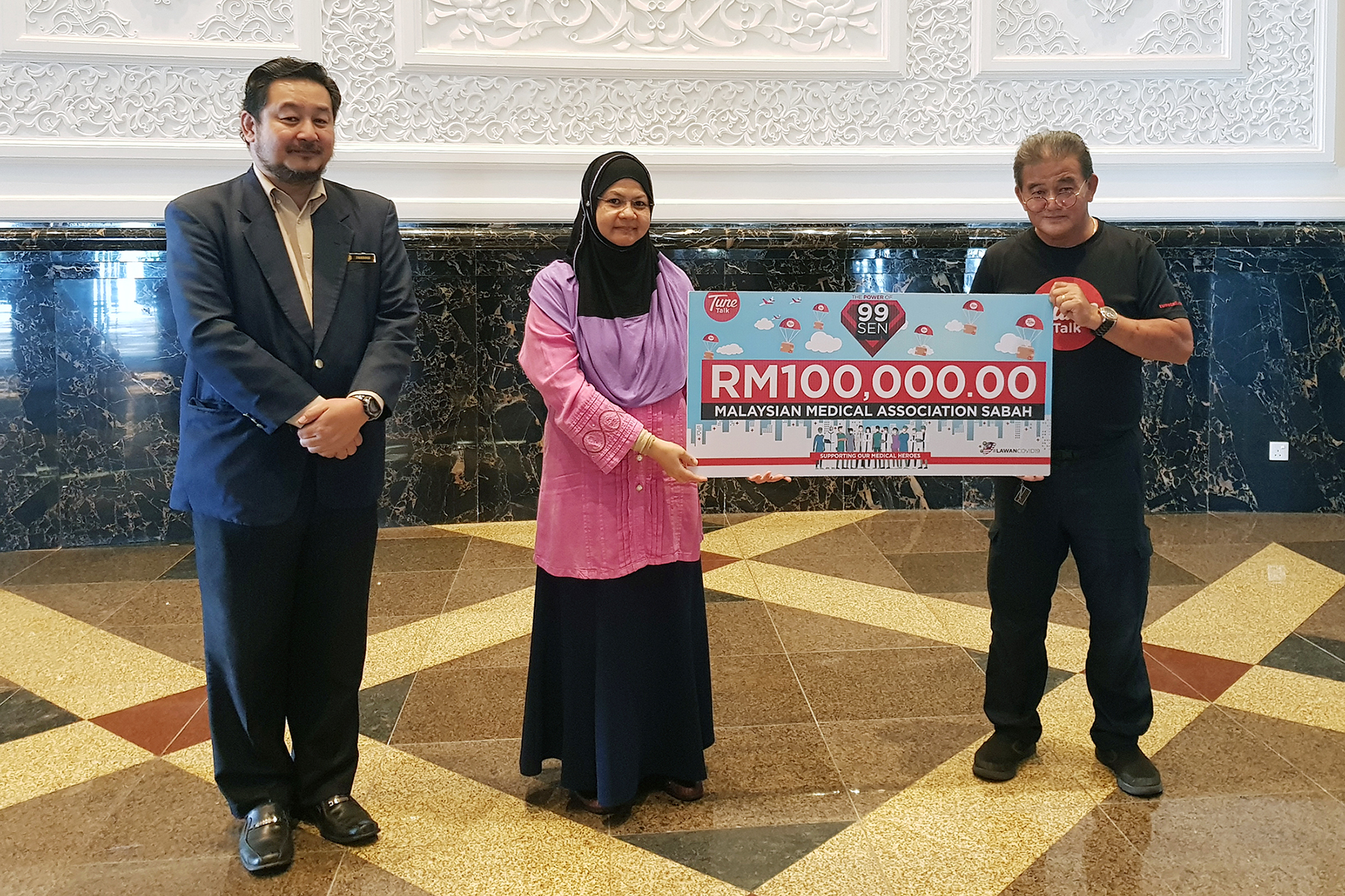 Malaysian Medical Assosiation Sabah : Dr Haslezah Binti Saelih Chairman, Malaysian Medical Association Sabah Dr Fredie Robinson Committee Member, Malaysian Medical Association Sabah Tune Talk representative : Mr John Chong Regional Sales Manager Sabah