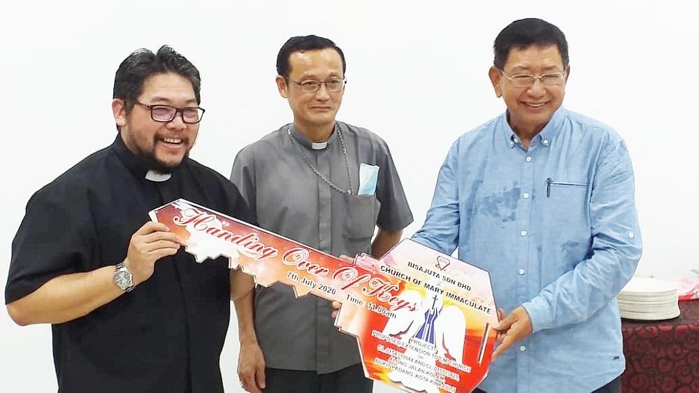 Fr Paul Lo (left) and Bishop John Wong (centre)- Catholic online