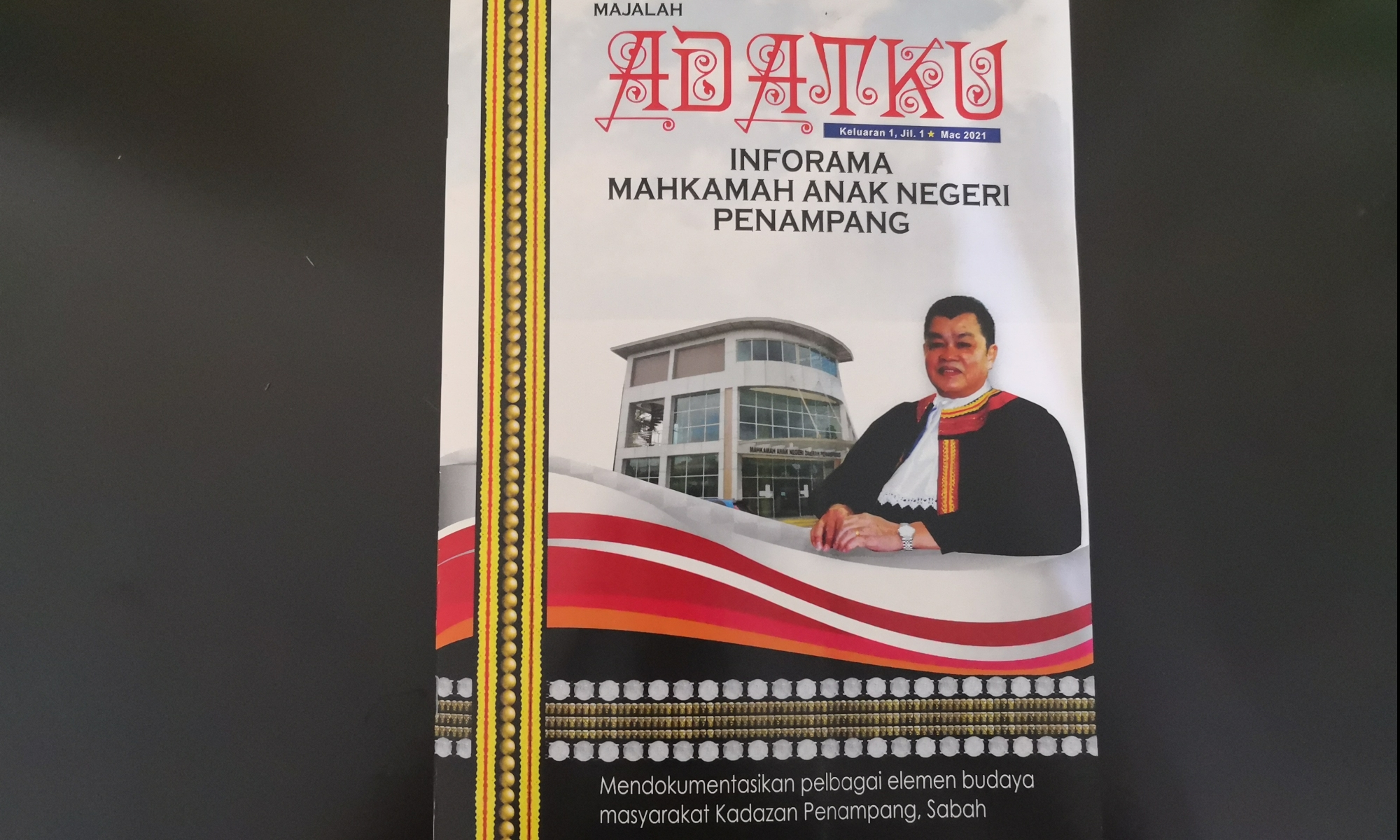 Majalah Adatku terbitan majlis daerah Penampang.