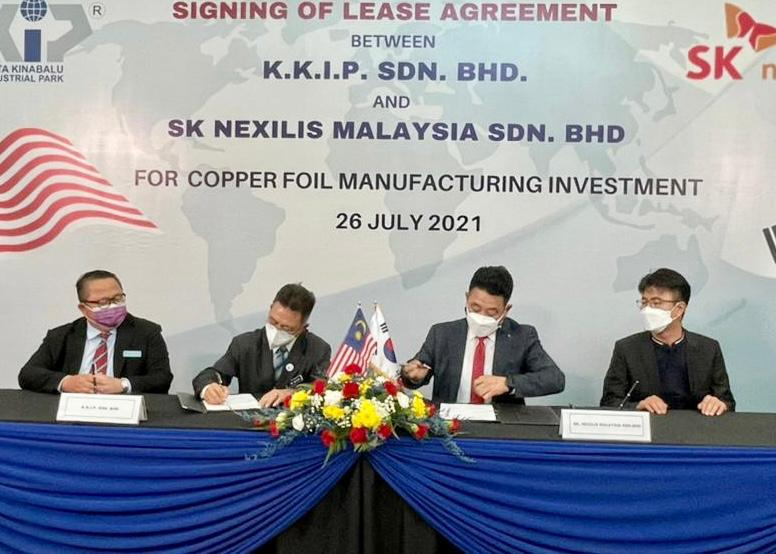 Caption: Dr Joachim (second left) and Shin (second right) signing the Lease Agreement document